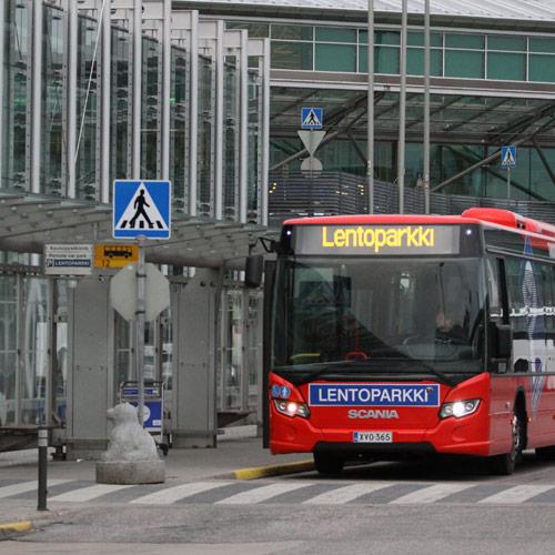 Lentoparkkiin saapuminen, kaukoparkki, pysäköinti | Helsinki-Vantaa | Lentoparkki Oy